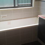 Bath with flush front
